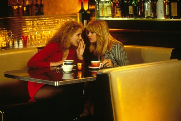 Goldie Hawn con Elizabeth Berkley ne Il club delle prime mogli