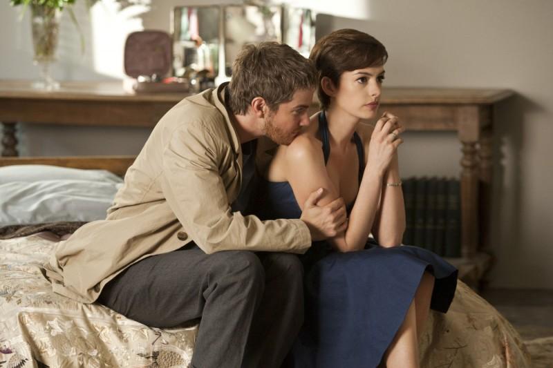 Sturgess e Hathaway in una sequenza del romantico One Day