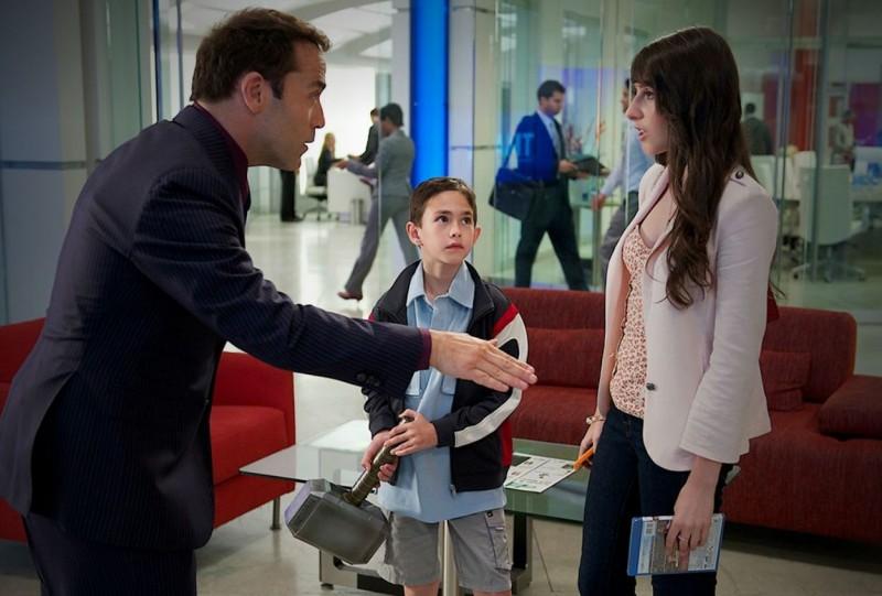 Lucas Ellin, Cassidy Lehrman e Jeremy Piven in una scena dell'episodio Motherfucker dell'ottava stagione di Entourage