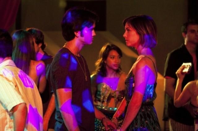 90210: Michael Steger e Jessica Stroup in una scena dell'episodio Up In Smoke