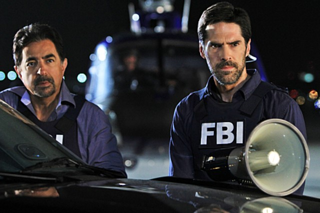 Criminal Minds: Joe Mantegna e Thomas Gibson nell'episodio It Takes A Village
