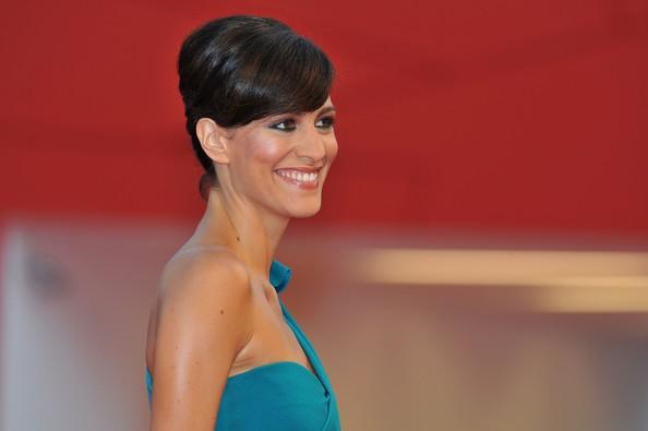 Giulia Bevilacqua sul red carpet in occasione della premiere di Contagion a Venezia 2011