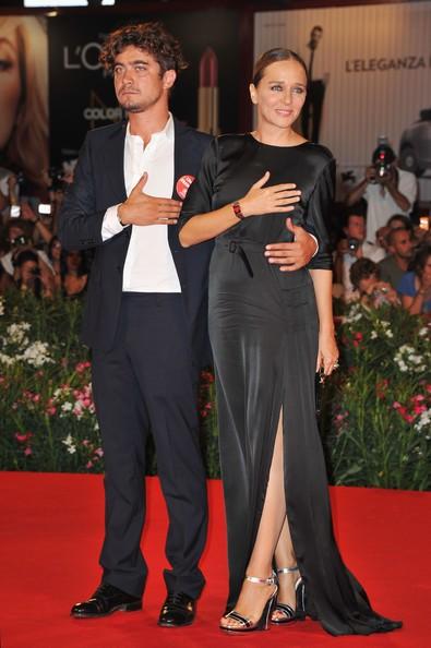 Mostra di Venezia 2011: Scamarcio e Golino con la mano sul cuore per Emergency