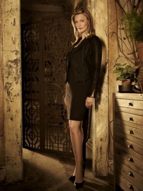 The Secret Circle: Natasha Henstridge è Dawn in una immagine promozionale della serie