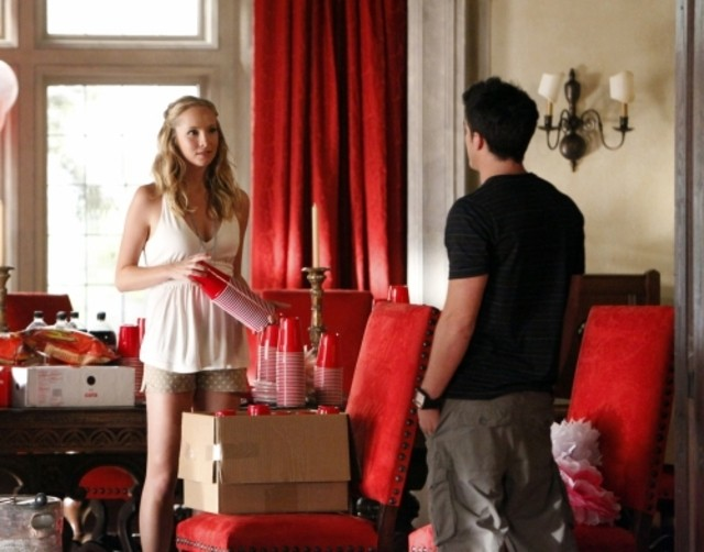 The Vampire Diaries: Candice Accola e Michael Trevino in una scena dell'episodio The Birthday