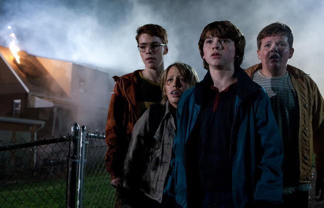 Super 8: Gabriel Bosso, Ryan Lee, Joel Courtney e Riley Griffiths in una scena