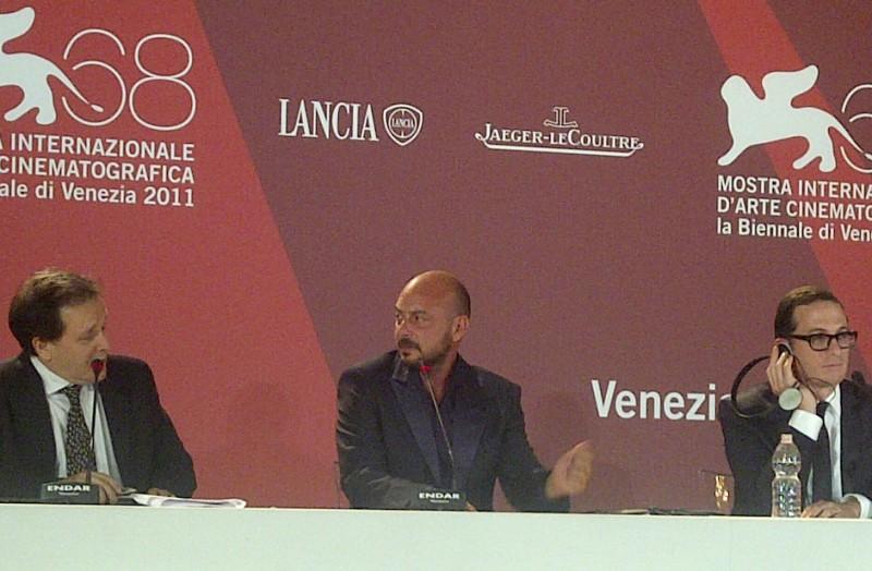 Venezia 2011: Emanuele Crialese, regista di Terraferma, accanto ad Aronofsky durante la conferenza stampa post-premiazione