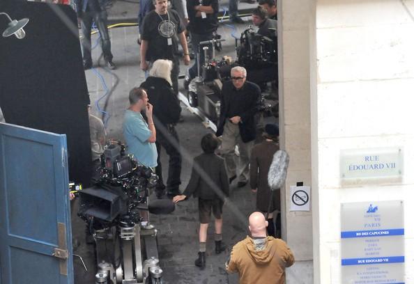Martin Scorsese sul set di Hugo con il protagonista Asa Butterfield e Chloe Moretz