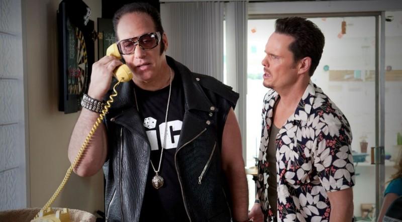 Kevin Dillon e Andrew Dice Clay in una scena dell'episodio The Big Bang dell'ottava stagione di Entourage