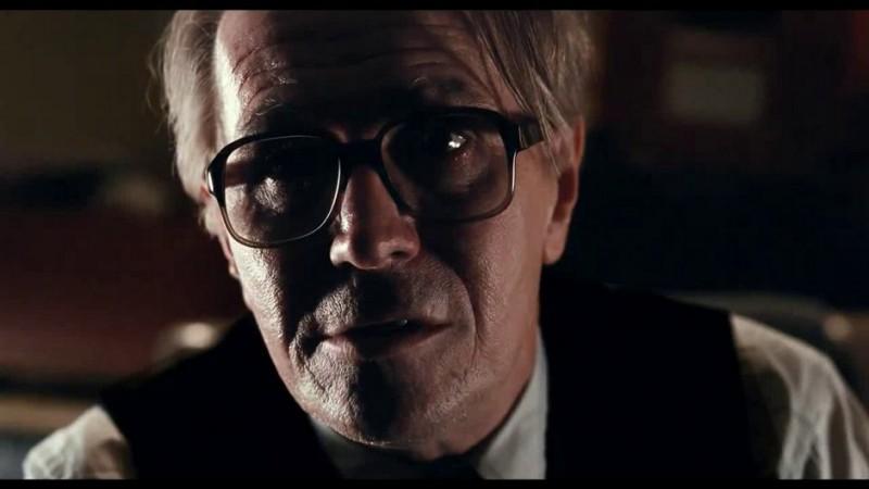 Un primo piano di Gary Oldman dal film La talpa (Tinker, Tailor, Soldier, Spy, 2011)