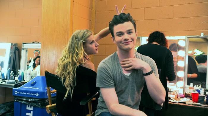 Glee: Chris Colfer e Heather Morris scherzano dietro le quinte del The 3D Concert Movie