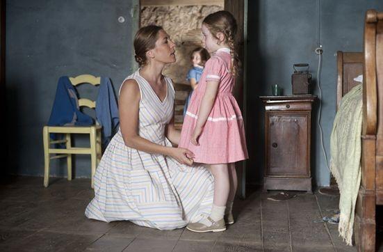 La guerre des boutons (2011) Mathilde Seigner in una scena