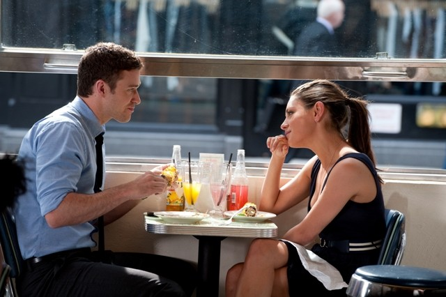 Mila Kunis con Justin Timberlake nella commedia Amici di letto