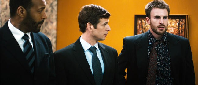 Chris Evans nel film Puncture con Mark Kassen e Jesse L. Martin