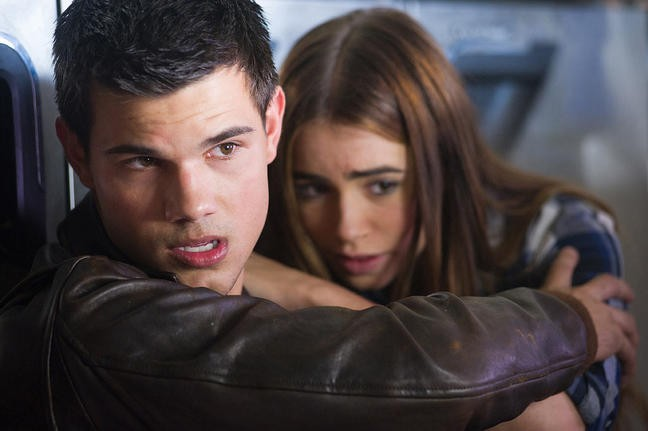 Taylor Lautner con Lily Collins in Abduction - riprenditi la tua vita