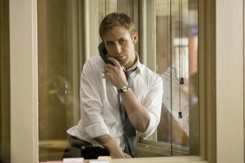 Ryan Gosling al telefono in una scena di The Ides of March