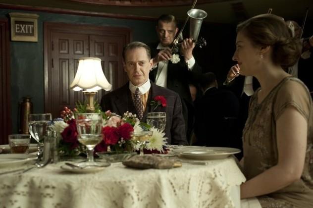 Steve Buscemi e Kelly Macdonald nell'episodio Ourselves Alone di Boardwalk Empire