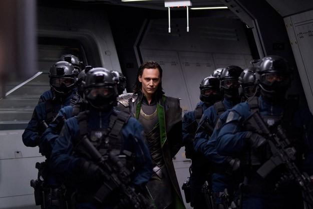 Un'immagine della cattura di Loki/Tom Hiddleston in The Avengers - I vendicatori