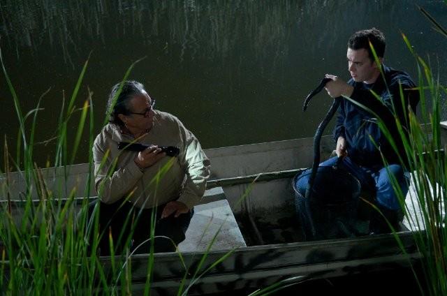 Edward James Olmos e Colin Hanks nell'episodio Those Kinds of Things della sesta stagione di Dexter