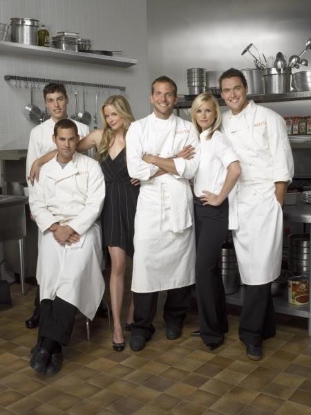 Kitchen Confidential: una foto promozionale di Nicholas Brendon, Bradley Cooper, John Francis Daley, Jaime King, Bonnie Somerville ed Owain Yeoman