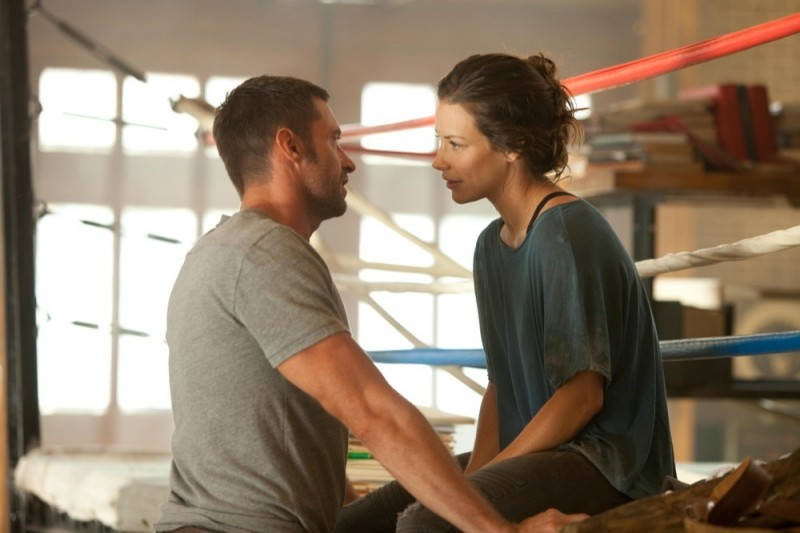 Real Steel: Evangeline Lilly e Hugh Jackman in una sequenza