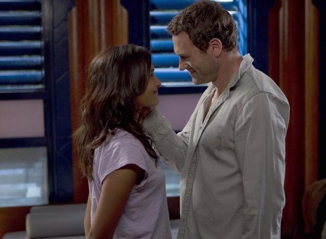 Terra Nova: Jason O'Mara e Shelley Conn nell'episodio Instinct