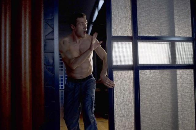 Terra Nova: Jason O'Mara nell'episodio Instinct
