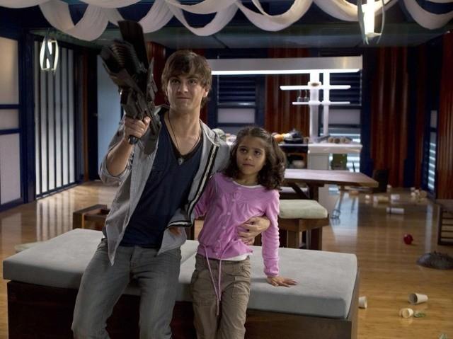 Terra Nova: Landon Liboiron ed Alana Mansour nell'episodio Instinct