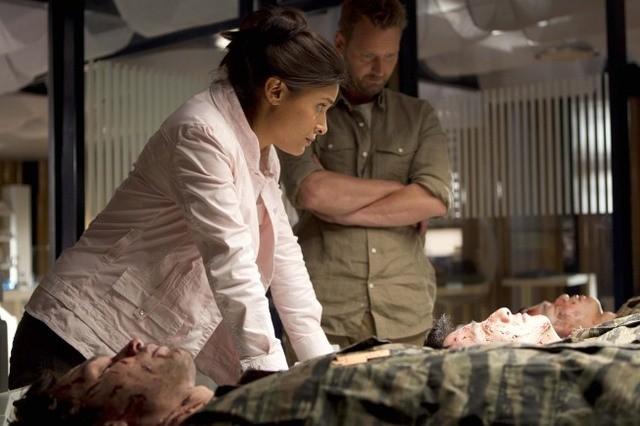 Terra Nova: Shelley Conn e Rod Hallett nell'episodio Instinct