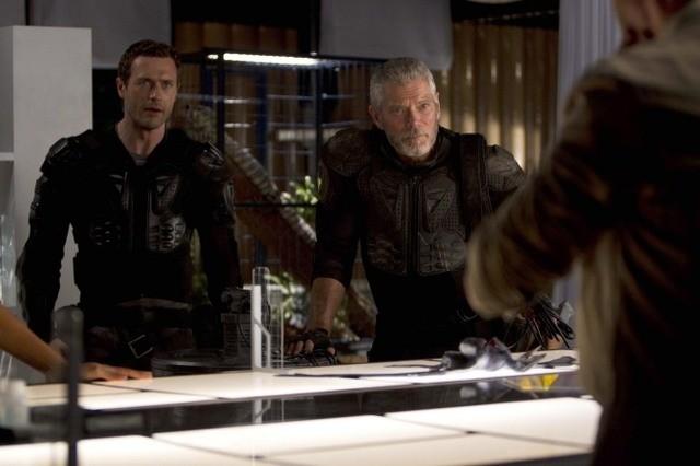 Terra Nova: Stephen Lang e Jason O'Mara nell'episodio Instinct