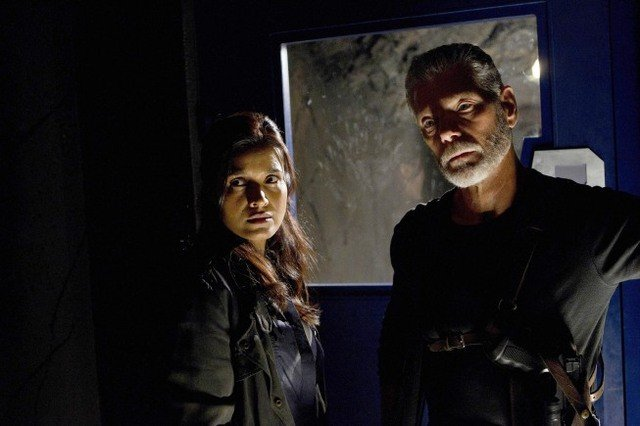 Terra Nova: Stephen Lang e Shelley Conn nell'episodio What Remains