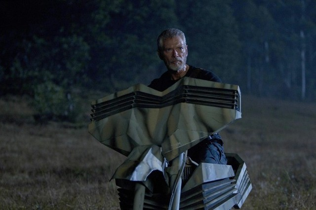Terra Nova: Stephen Lang nell'episodio What Remains