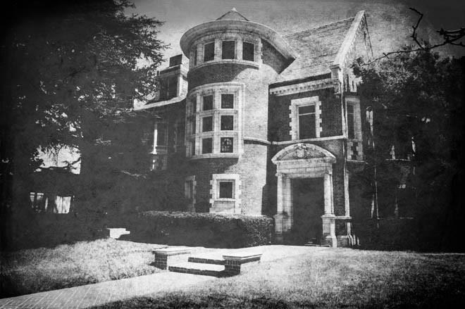 American Horror Story: la casa stregata in una vecchia foto