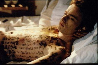 I racconti del cuscino: Ewan McGregor in una sensuale scena del film
