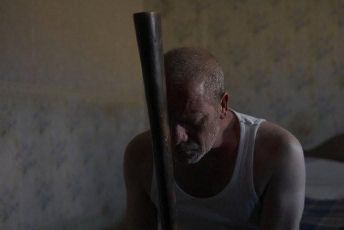 Peter Mullan in Tyrannosaur di Paddy Considine: una scena del film