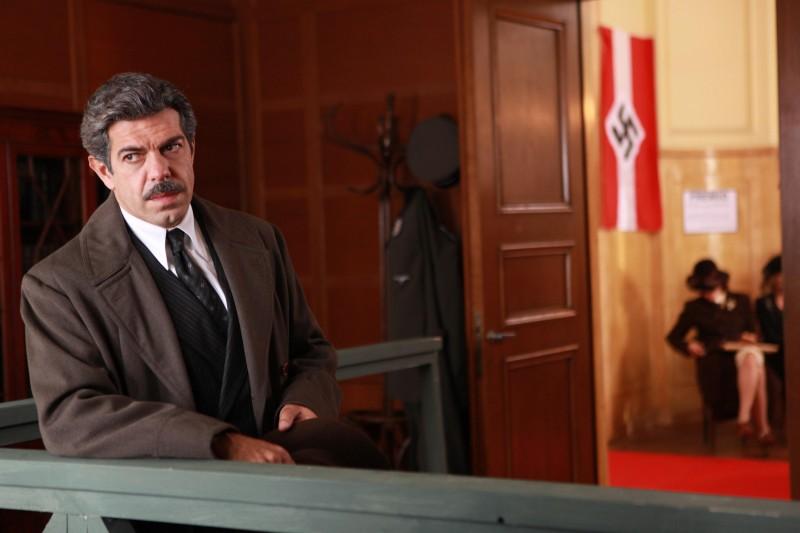 Pierfrancesco Favino è Giovanni Bertone nella fiction Rai Il Generale Della Rovere