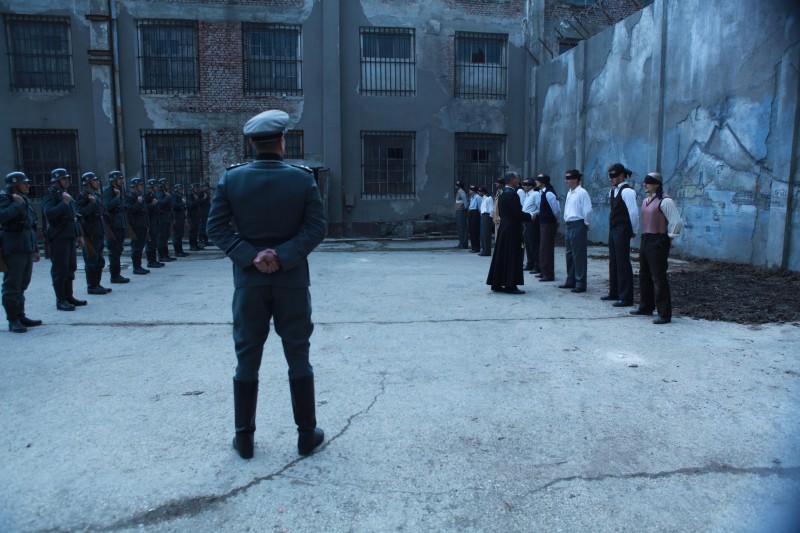 Una drammatica sequenza della fiction Rai Il Generale Della Rovere