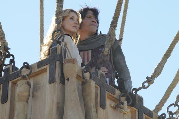 Sergio Peris-Mencheta nell'avventuroso El capitan Trueno y el Santo Grial con Natasha Yarovenko