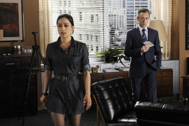 The Good Wife: Alan Cumming ed Archie Panjabi nell'episodio Colin Sweeney Agonistes