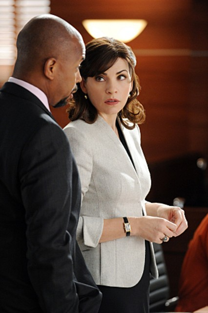 The Good Wife: Julianna Margulies e Michael Boatman nell'episodio Feeding the Rat