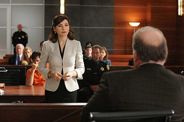 The Good Wife: Julianna Margulies in una scena dell'episodio Feeding the Rat