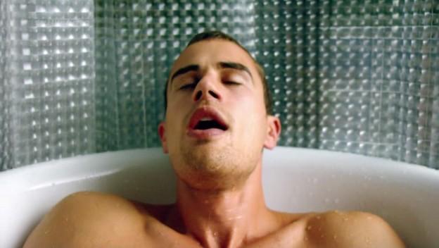 I fantasmi di Bedlam: Theo James in 'Il dono di Jed' primo episodio della prima stagione