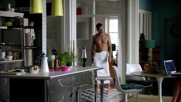I fantasmi di Bedlam: Theo James nel primo episodio, 'Il dono di Jed' (Cohabitants)