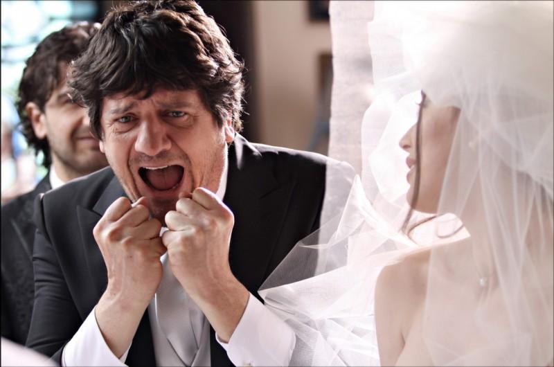 Fabio De Luigi in una buffa scena de La peggior settimana della mia vita