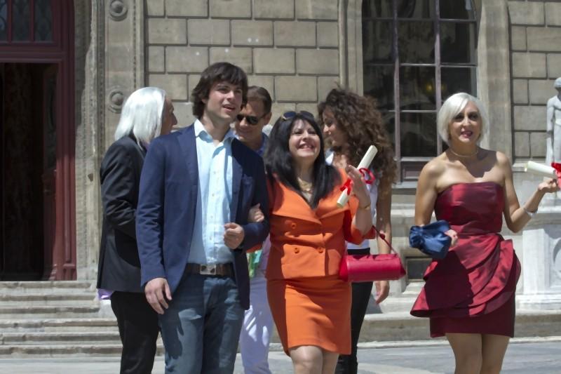 Guglielmo Scilla, Anna Maria Barbera e Paola Minaccioni in una scena di Matrimonio a Parigi