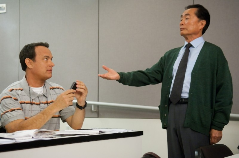 L'amore all'improvviso - Larry Crowne: Tom Hanks e George Takei in una scena del film