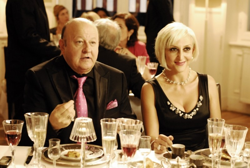 Matrimonio a Parigi: Massimo Boldi e Paola Minaccioni in una scena del film