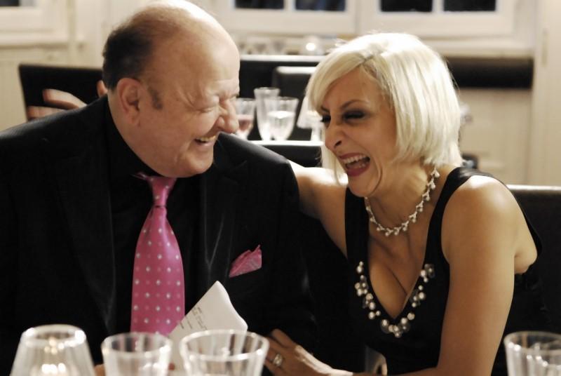 Matrimonio a Parigi: Paola Minaccioni e Massimo Boldi in un frammento della commedia diretta da Claudio Risi