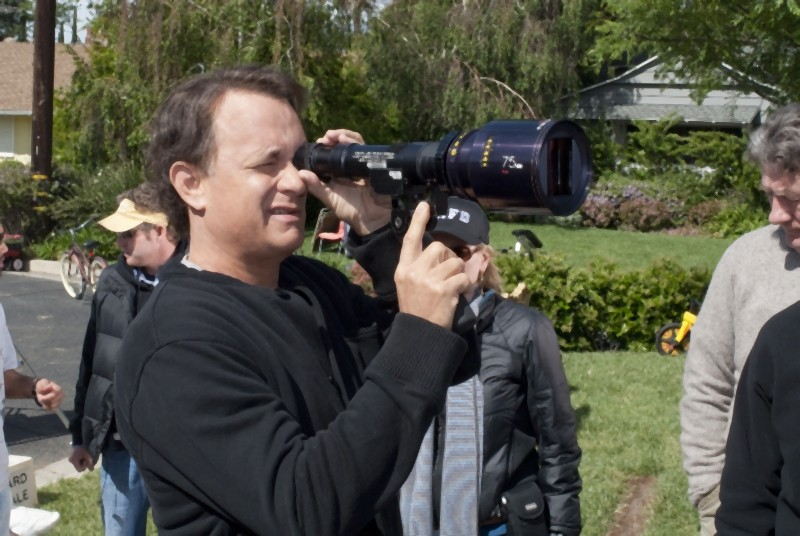 Tom Hanks sul set della commedia Larry Crowne