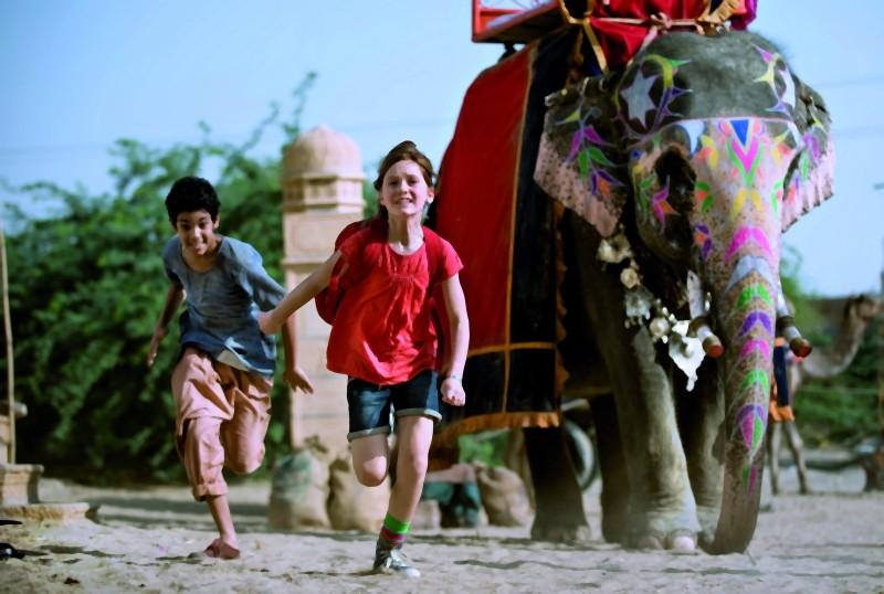 Una suggestiva scena d'azione tratta dal film Maga Martina 2 - Viaggio in India